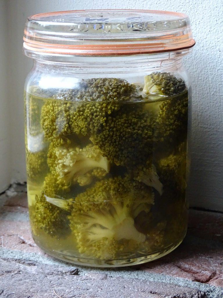 Weckpot met daarin broccoli